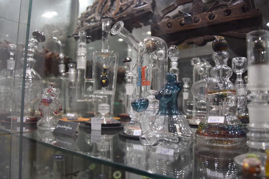le musée du Fumeur possède des pipes en verre fabriquées par des artisans des quatre coins du monde